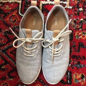 LIKE NEW Toms Sneakers
